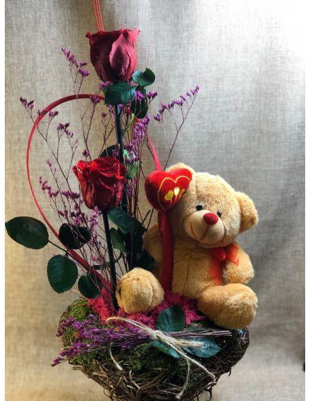 Centro de corazón con osito romántico